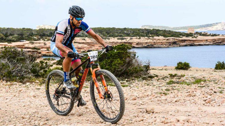 Ciclista durante una competición de BTT. @Shutterstock