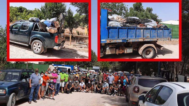 Los cazadores de Humilladero y la basura recogida. /FAC