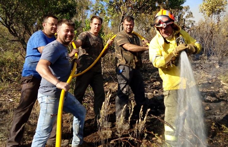 Los cazadores ayudan a extinguir un incendio en Cáceres
