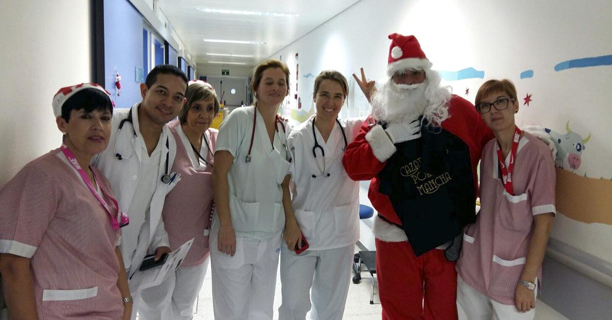 Cazadores solidarios acercan la Navidad a los niños hospitalizados