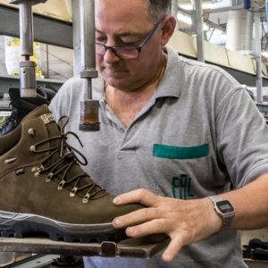 Así se fabrican las botas de caza Chiruca