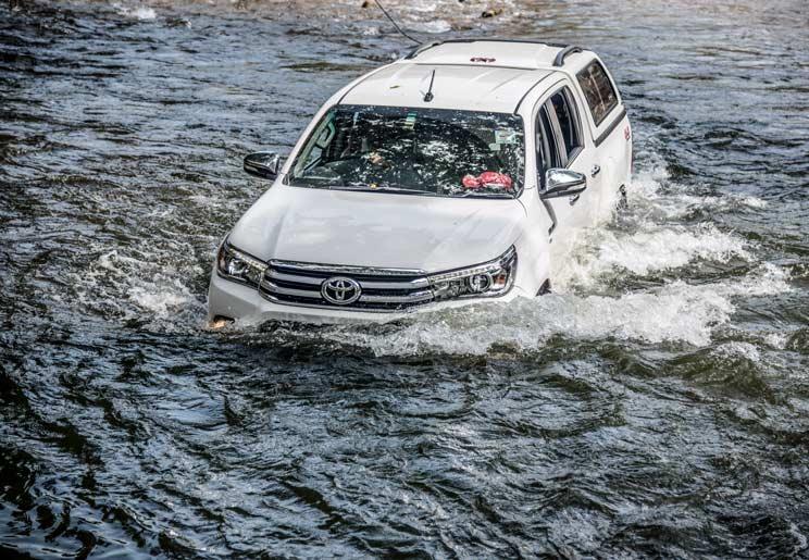 ¿Cómo escapar de tu coche si quedas atrapado en una riada?