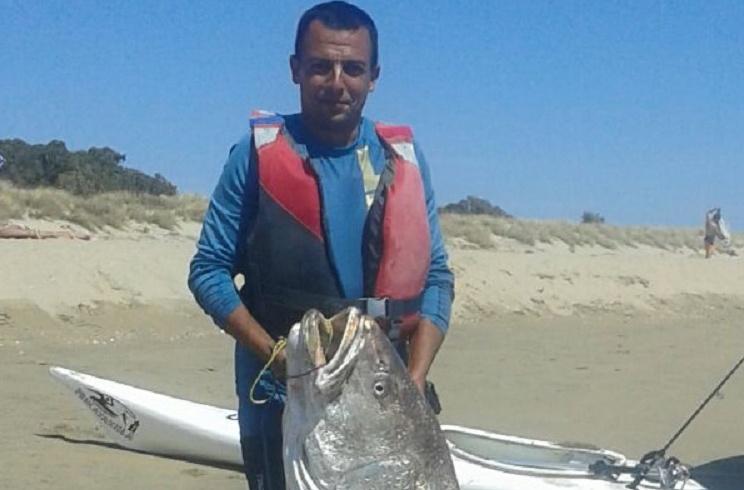 Capturan en Huelva una monstruosa corvina ¡de 47 kilos!