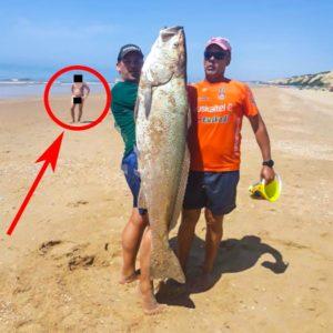 Pescan una enorme corvina y lo suben a redes, pero la foto 'trae cola'