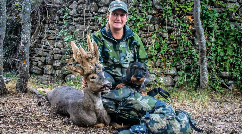 Una mujer caza este espectacular corzo peluca en Huesca