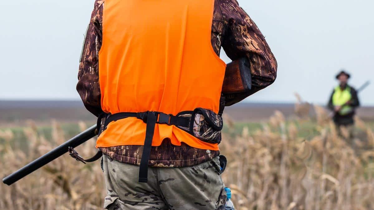 Dispara a un cazador por la espalda y lo hiere de gravedad tras discutir en el coto