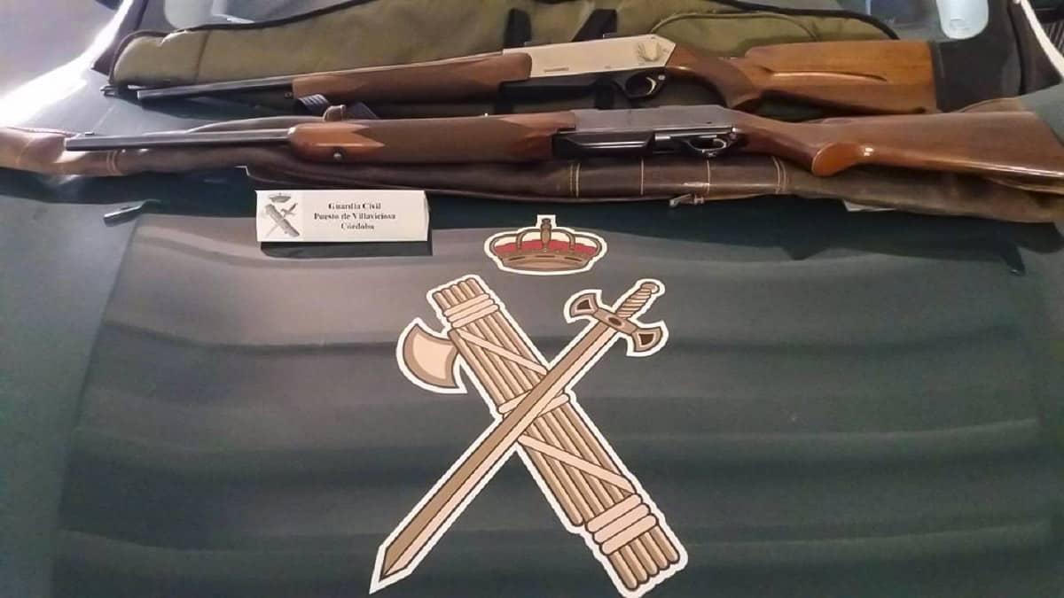 Participan en una montería sin licencia de armas y esconden los rifles al ver a la Guardia Civil, pero los pillan