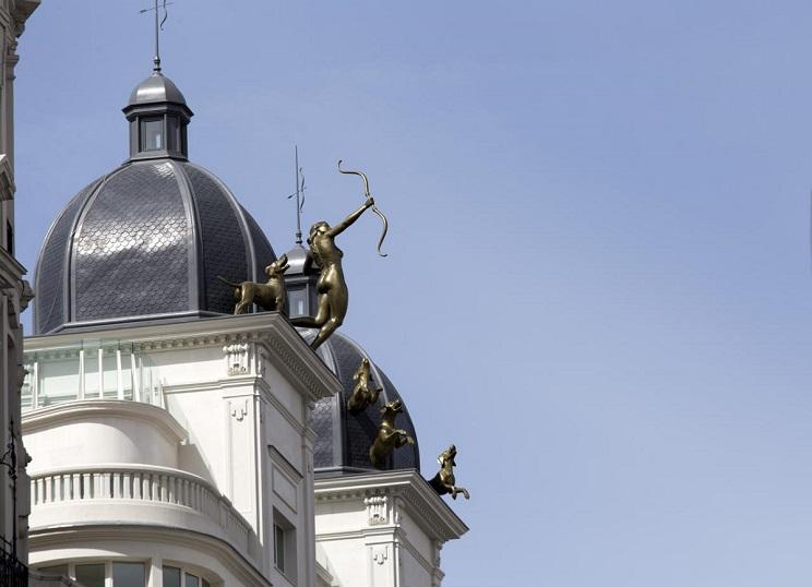 Imagen de la escultura de Diana sobre el edificio de Gran Vía. / Madrid Diario