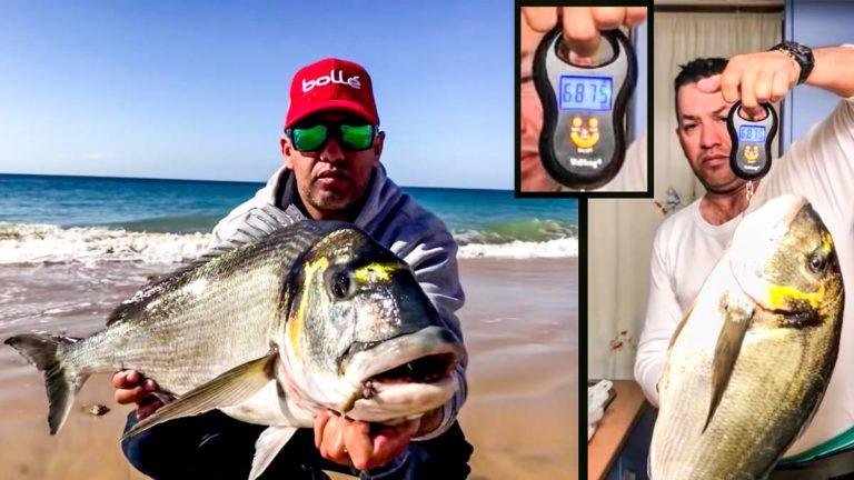 El pescador, con la dorada. / YouTube