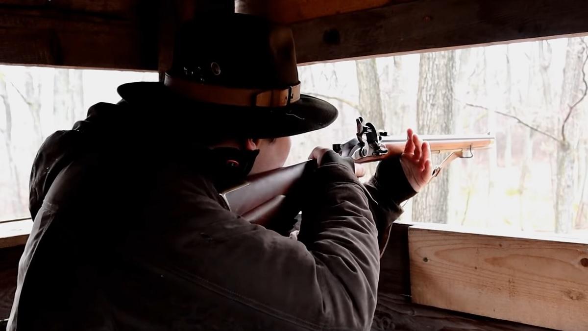 Cazan un jabalí en espera con un arma inventada hace 200 años