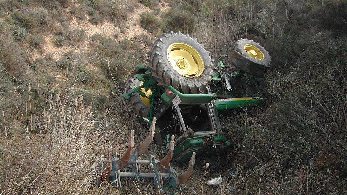 Fallece un agricultor de 67 años tras volcar su tractor en Jaén