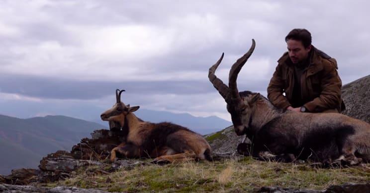 Un joven caza un macho montés y un rebeco en la misma jornada y lo graba
