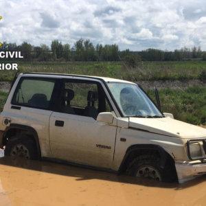 Detenidos por furtivismo tras intentar huir de la Guardia Civil y atascar su coche en plena cuarentena