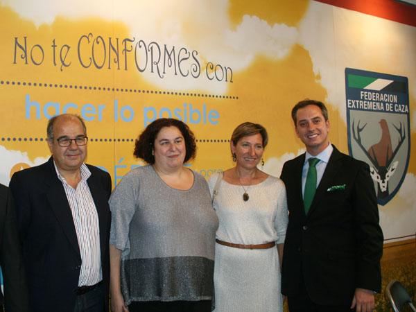 El director general de Medio Ambiente de Extremadura recibe a los cazadores