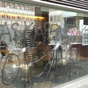 Un grupo ecoterrorista ataca la sede del Club Taurino de Pamplona