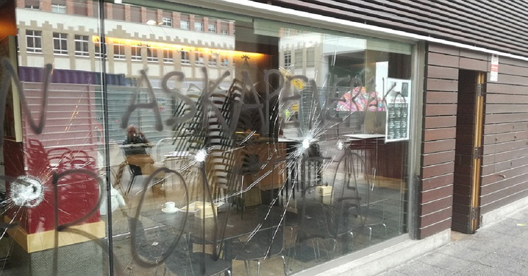 grupo ecoterrorista ataca la sede del Club Taurino de Pamplona
