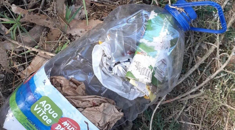 Cazadores gallegos hallan 15 artefactos incendiarios de un pirómano mientras limpiaban el monte