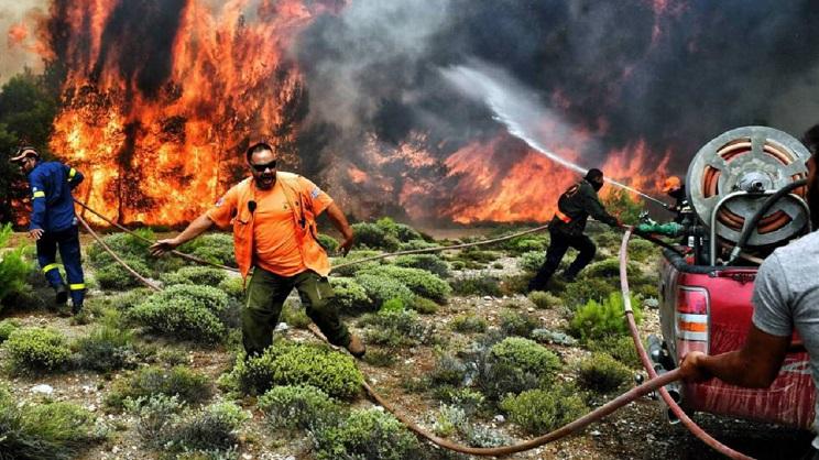 Culpan a los ecologistas de los incendios de Atenas
