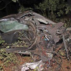 Así ha quedado su coche tras chocar con una piara de jabalíes