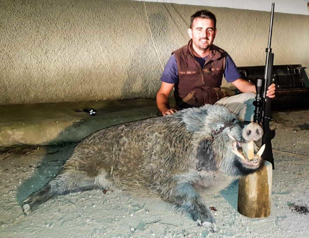 Otra imagen del jabalí de 145 kilos.