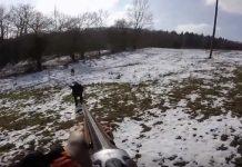 jabali carga contra cazador y el arma falla