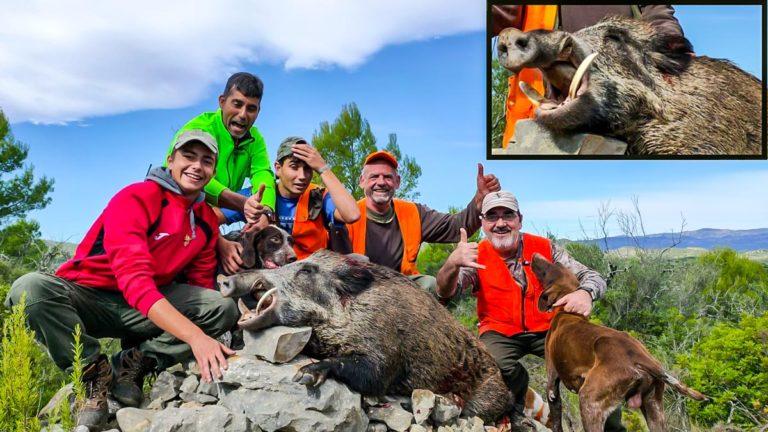 El grupo de cazadores con el sorprendente jabalí. @JyS