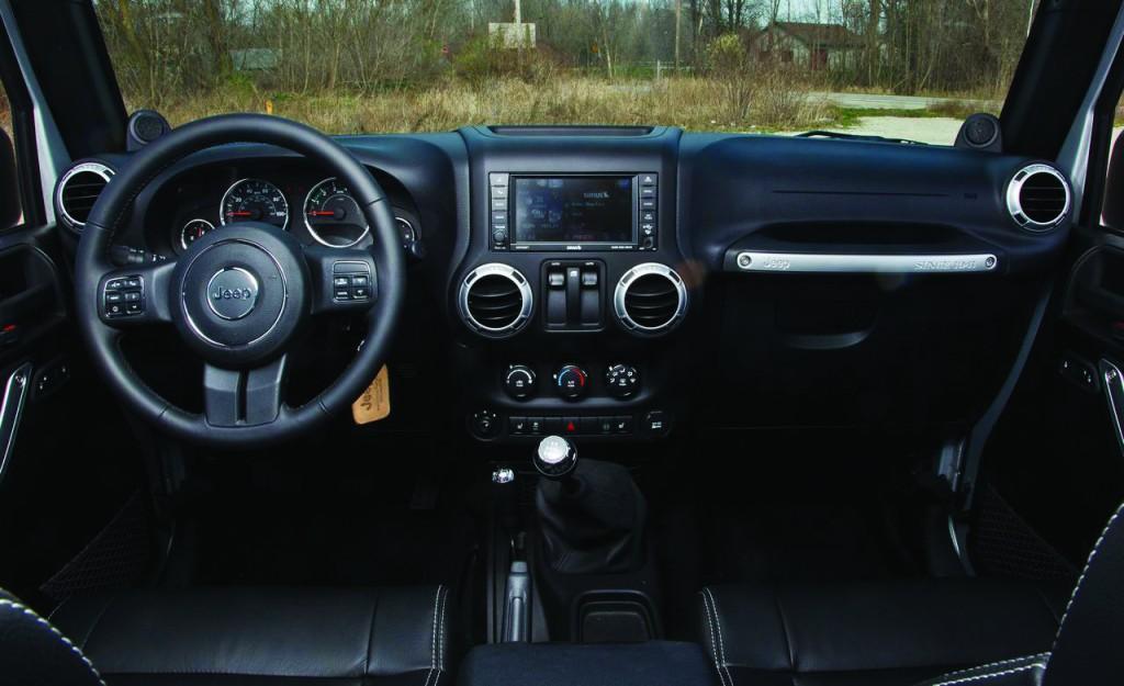 jeep-2013-wrangler-interior-gneegyoy