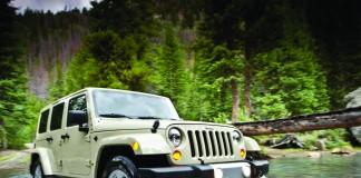jeep en el agua