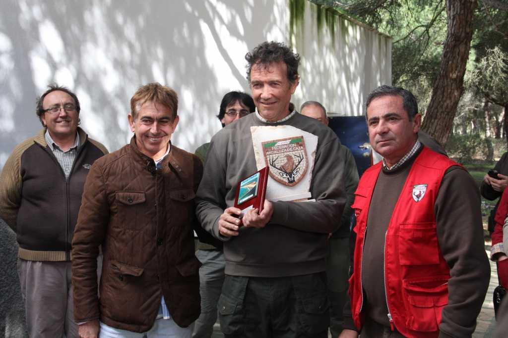 José Antonio Pérez Ojeda recogiendo el premio como campeón de la prueba / FAC