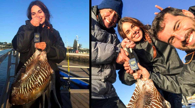 Una joven pesca un choco gigante de 5,4 kilos en Huelva