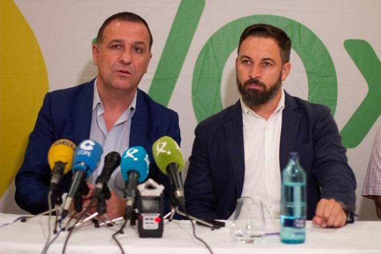 El diputado extremeño Juan Antonio Morales junto a Santiago Abascal. Foto; Flickr Vox.