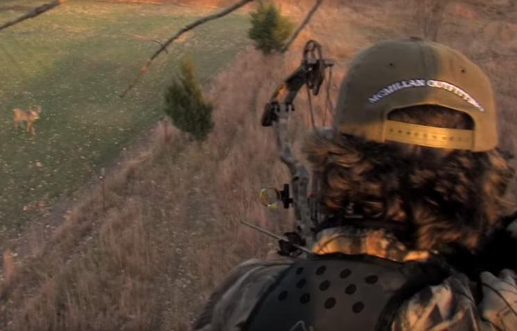 Un juez del programa La Voz USA caza un ciervo de un espectacular disparo