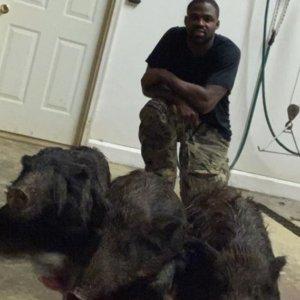 Torrey Smith criticado por decir que caza jabalíes y después se los come