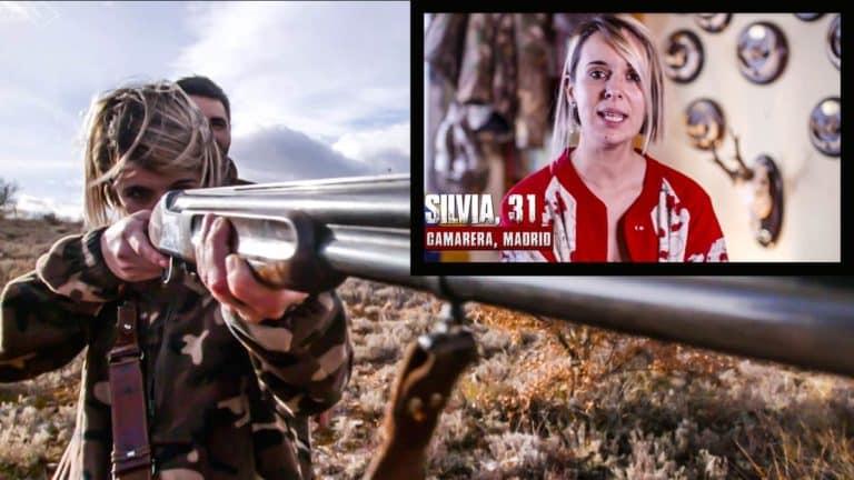 Dos imágenes de Silvia, la cazadora en el programa. @Atresmedia