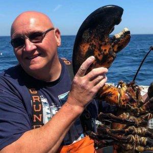 Pescan un bogavante gigante de 11 kilos y 100 años de edad
