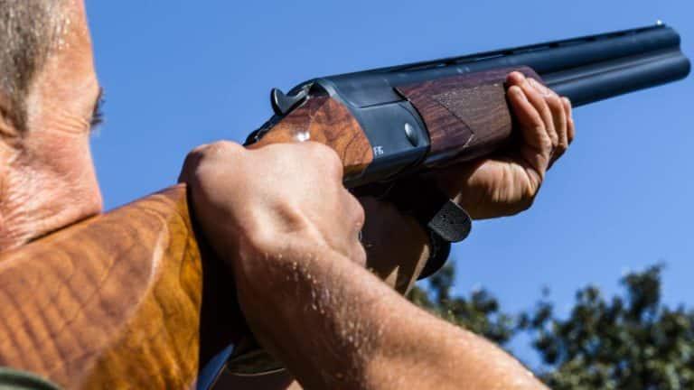 Cazador tras obtener su licencia de armas. ©JyS