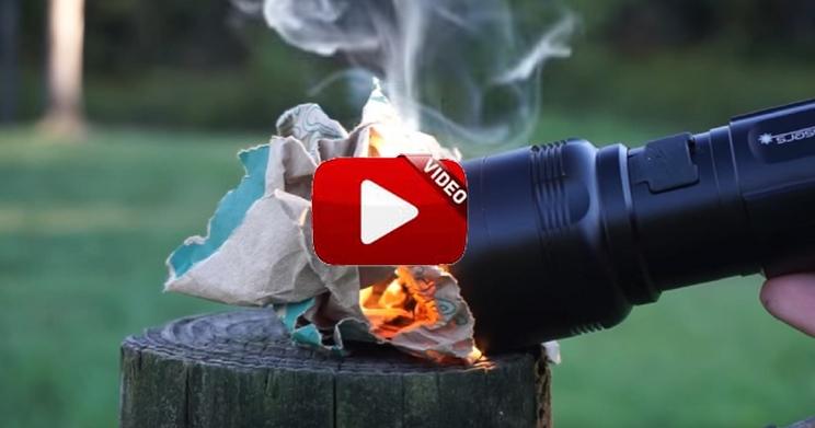 Esta linterna es capaz de alumbrar, encender una hoguera o calentar la comida
