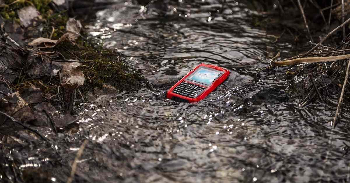 Lanzan una línea de móviles para cazadores y pescadores