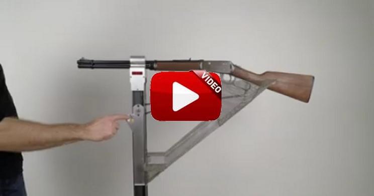 Diseñan una máquina expendedora de caramelos ¡con un rifle Winchester!
