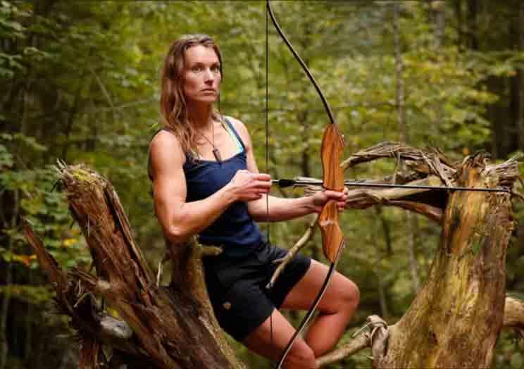 Miriam, la chica que caza su propia comida y vive en el monte