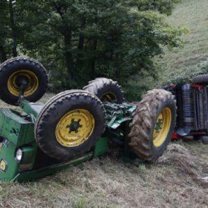 Muere un agricultor aplastado por su tractor en Granada