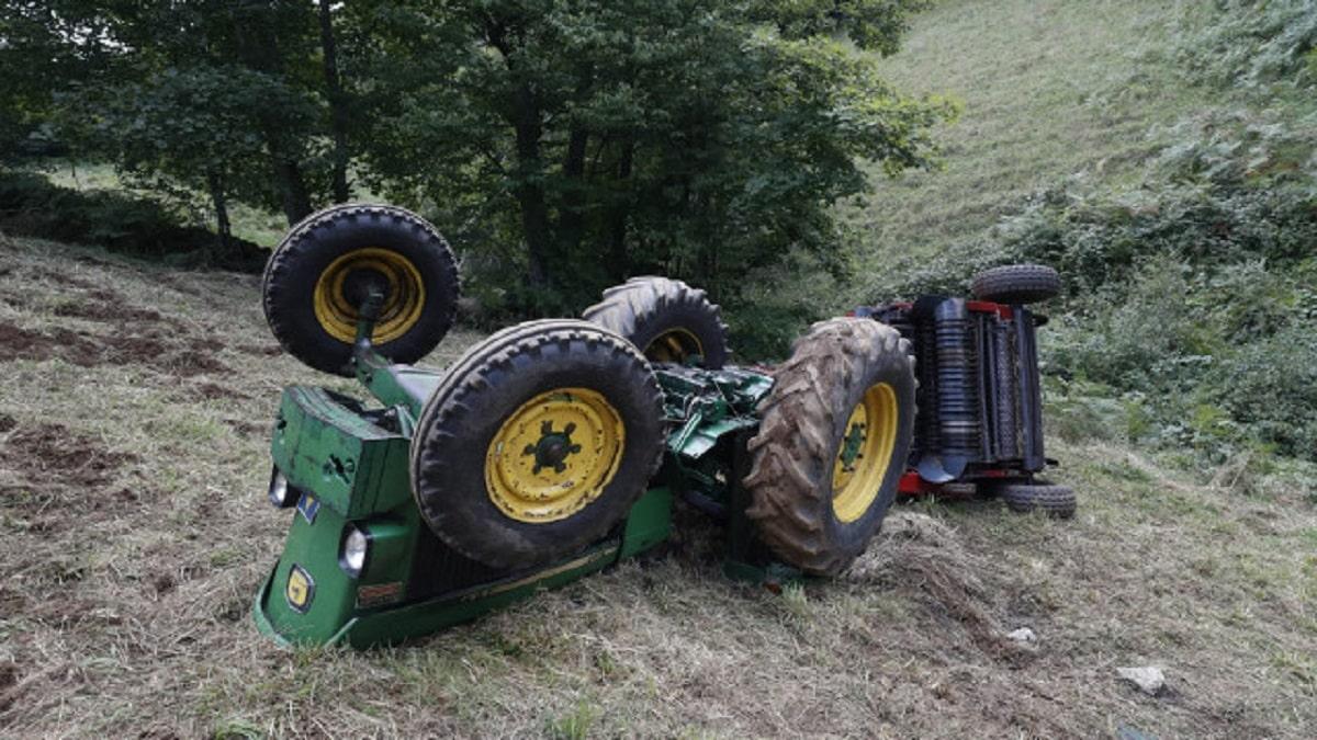 Muere un agricultor en Lugo tras volcar su tractor y quedar atrapado debajo