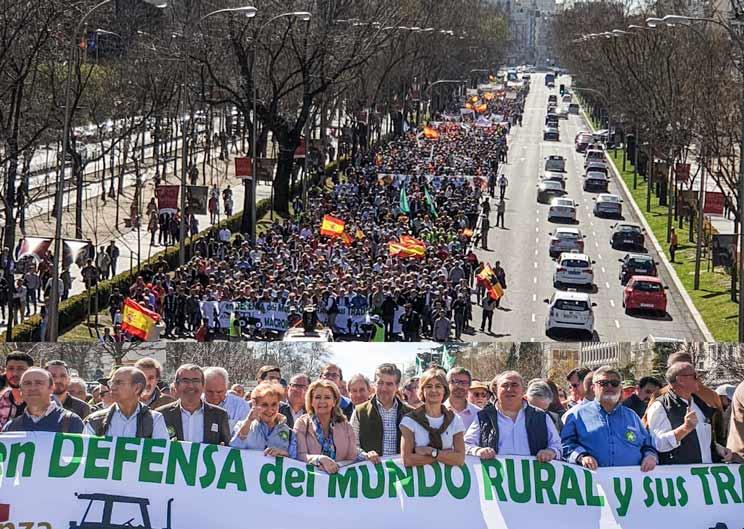 El mundo rural se reivindica en Madrid ante PP, PSOE, C's, Podemos  y VOX