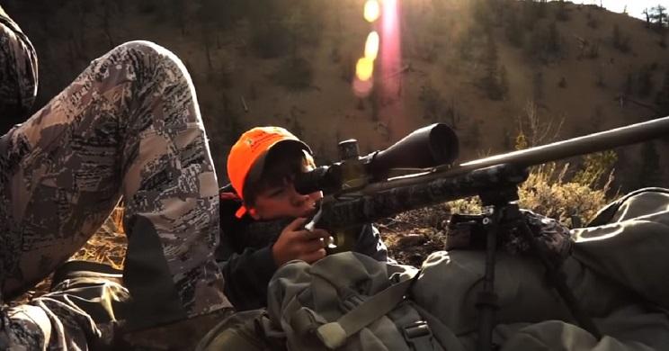 Un niño de 12 años abate un ciervo a casi 1.300 metros