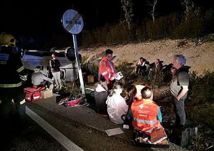 Nueve heridos y dos coches volcados en un accidente con ciervos en Zamora