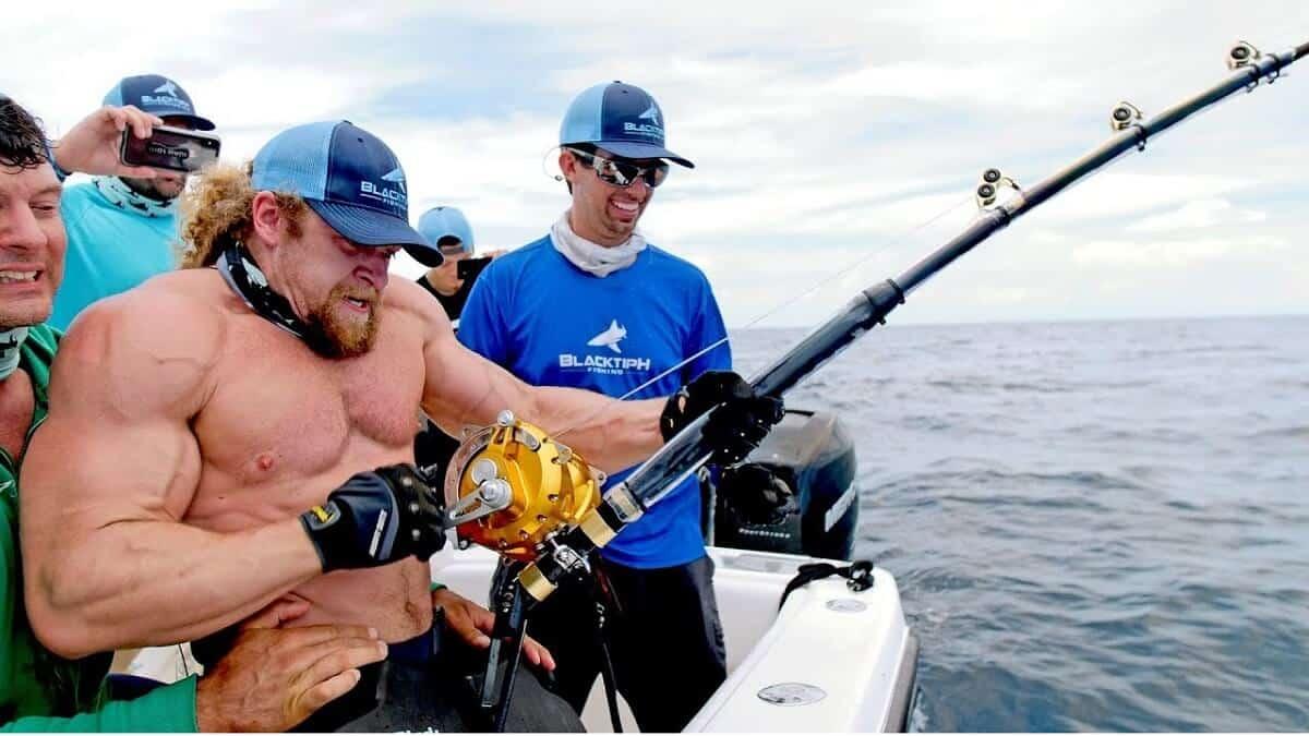 'Los hombres más fuertes contra el pez más fuerte': el vídeo de pesca que acumula 60 millones de reproducciones