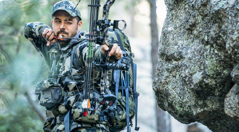 Pedro Ampuero hace un peliculón de caza con su 'peor-mejor' viaje cinegético (y esta noche lo estrena Cazaflix)
