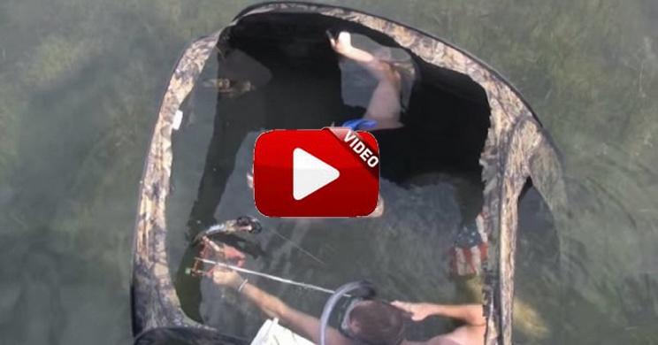 pesca con arco bajo el agua