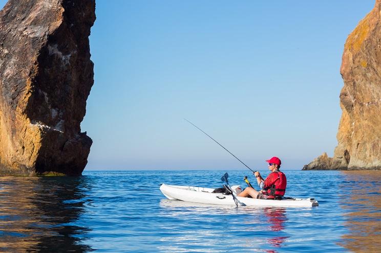 Prohíben en Asturias la pesca con kayak