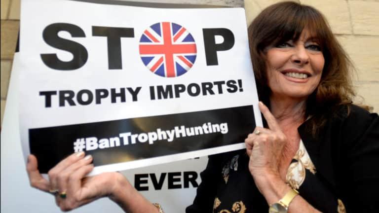 Imagen de la campaña contra la caza de trofeos en Reino Unido.